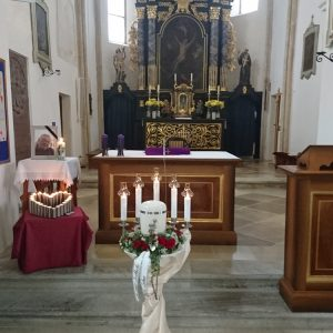 Kirche Gansbach: Urnenverabschiedung